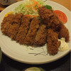 とんかつ正力 - 料理写真:カキとメンチの盛り合わせ定食
