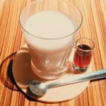 トラヤカフェ - 東方美人茶のミルクティー。