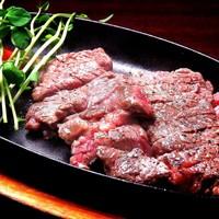 【肉バルキッチン1番人気】TボーンステーキはUS牛のフィレ肉とサーロインの部位が同時に楽しめます♪