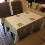 まごころ 手と手 - 4人掛けテーブルが1卓