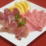 ジュリアーノ - イタリア産生ハムとサラミ、ハムの盛合せ