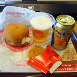 ファーストキッチン・ウェンディーズ - 料理写真:モーニングBLTエッグサンド320円、プレモル390円、ハッシュブラウンポテト140円