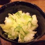 立寄処 鶏亀 - 塩揉みキャベツ