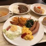 58340333 - 朝食(¥1,080) 洋食盛り付け例、キムラヤのブルーベリークリームロール