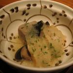 本城 - 海老芋と湯葉巻き、大黒シメジ 木の芽みぞれ掛け