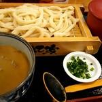 58353640 - カレー汁うどん・並盛り(¥930)です!うどん湯(?)も付いてきます!麺のインパクトは凄いです!!