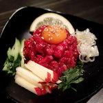 牛蔵 - 料理写真:黒毛和牛 ユッケ刺し680円