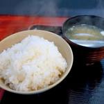 豚満 - ご飯と味噌汁