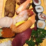 大船鮨 - アナゴ、ホタテ、イクラ、玉子、煮たこ、カニ、甘エビ、サーモン、マグロ、あとは巻き物