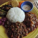 トロピカフェ - 料理写真:インディアンプレート(カレー2種盛り)