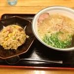 Menyamusou - 料理写真:半チャーハンセット・牛骨ラーメン 880円「