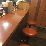 曽さんの店 - 店内カウンター席