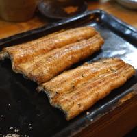 かぶと - 料理写真:上が神西湖、下が四万十の鰻の白焼き