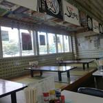 鶴亀屋食堂 - 小上がり席もあり