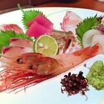 北浜 よし田 - 造り盛合せ-北海道のボタン海老、や愛媛のシマアジそれに長崎の剣イカや平アジの炙り等