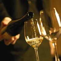 オリジナルカクテルからこだわりのワインまで100種類以上!!