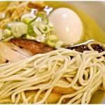 麺堂稲葉クキスタイル - パツっとした食感の麺。