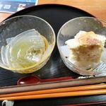 ゴリゴリカフェ - 料理写真:柚子みつ(左) はちみつシナモン(バニラアイスのせ) (右)