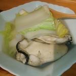 いいとikkai - 大粒牡蠣入り 湯豆腐♥ 牡蠣がデカ過ぎて □豆腐が見えない(|| ゜Д゜)