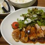 アットマルカフェ - 鶏もも肉の照り焼き定食 税込850円