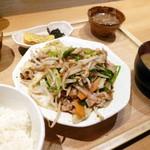 ひびか食堂 - 肉野菜炒め定食 ご飯少なめ¥770。お野菜の高いご時世に良心的なお値段です。