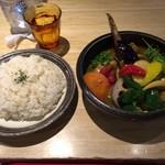 58600965 - チキンと一日分の野菜20品目カレー(150gの大盛りです)