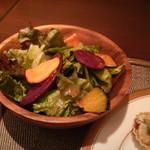 58607903 - 野菜チップ入りサラダ