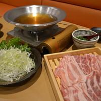厳選国産豚のしゃぶしゃぶ〜野菜食べ放題〜