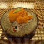 たつ福 - 海胆の小丼。