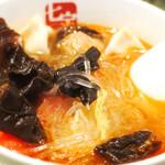 七宝 麻辣湯 - 麻辣湯、レベル3、具材は水餃子+トマト+肉団子+キクラゲ