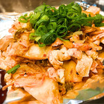 越田 - 豚キムチ、ソースで食べるとまろやかに。