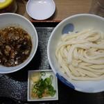 イチカバチカ - 牛すじトロ肉ひやかつけうどん760円