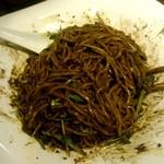 汁なし担担麺ピリリ - 汁なし黒胡麻担担麺:880円