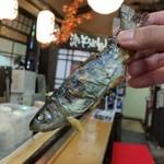 千穂の家 - 「やまめ定食 (1300円)」について来たヤマメ♪ 塩焼き最高!
