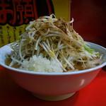 豚ラーメン - 大豚らーめん(野菜、たまねぎ、魚粉、からめ、2016年11月10日)