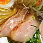 麺のようじ - 鶏塩らーめん(鶏モモ肉)