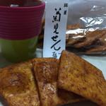 菊見せんべい総本店 - 日本人だからね…お茶と煎餅。