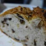 フゥ・ド・ボワ - ぶどうとくるみのパン(カンパーニュ風)半切りで。