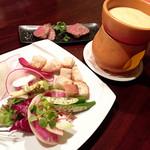 池袋 ビストロ モンパルナス - 信州野菜と和牛のチーズフォンデュ2人前/2800円