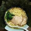 げんこつ - 料理写真:ラーメン750円麺硬め。海苔増し100円。