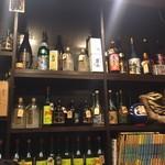 餃子処 たちばな - 多くのキープボトルが並んでます!