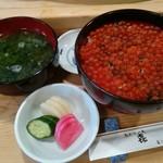 喜鮨 - いくら丼大盛り(味噌汁、おしんこも付きます)