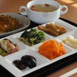 ふらいぱんや - 野菜がたっぷり、手作りの味、体にやさしい昼ごはんです。
