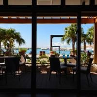 石垣湾を一望できるテラスカフェ
