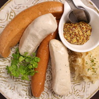 ドイツ産ソーセージの盛合せを食べ比べ