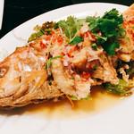 コカレストラン JR博多シティ - 『プラートードマナオ(イトヨリ)』様(1850円)やっぱりメニューにあれば絶対に頼まないといけない魚一匹料理!
