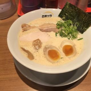 ヒキュウ - 料理写真:鶏白湯魚介濃縮らーめん+半玉増し(800円)