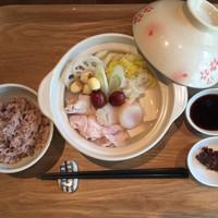季節の味覚が楽しめる当店オリジナル薬膳鍋『うるおい鍋』