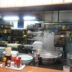 呑兵衛屋台 - カウンター席の前に厨房がある