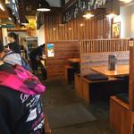 博多三氣 - 店内をパシャ 土曜日の12時過ぎです